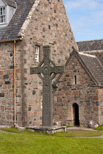 Celtic Cross with Abbey in the background (Source - Robert Brown)